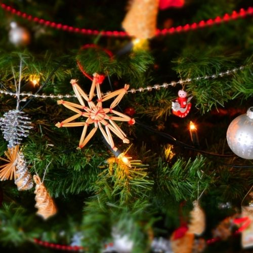 10 Frugal Ways To Save Money This Christmas